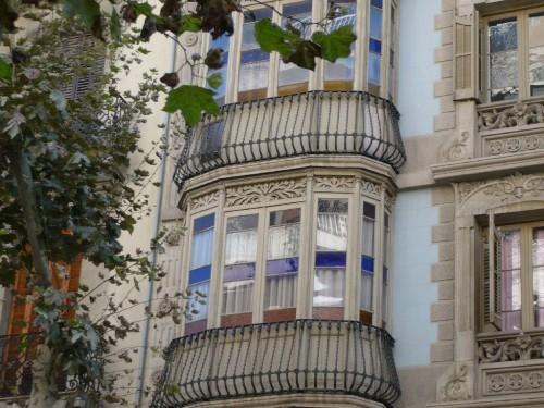 Barcelona_balcony_with_closed door