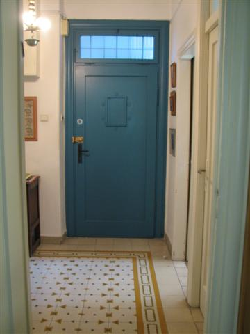 French_blue_door_yellow_patterned_tile
